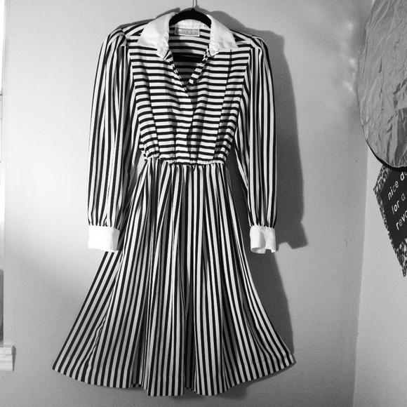 Vntg Striped Dress Black & White *Host Pick!